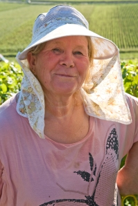 What to wear on a hot day in the vineyard ? Ask Francoise.
