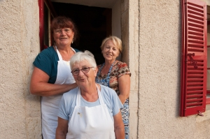 The 3 Graces at the Bonneau du Martray kitchen door wait the pickers.