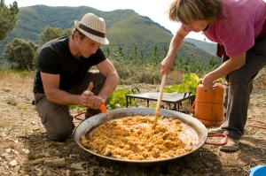 Another Perez, Gregory, is actually a Frenchman from Bordeaux. But he knows how to make a paella! Here preparing a celebration lunch for his pickers on the last day of harvest.