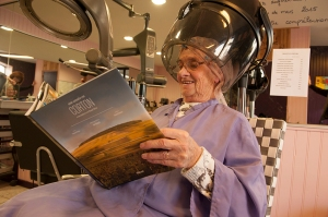 Apparently you can find the book in the ladies' hairdressers in Savigny !