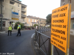 No entry to Tournon, onions rule !